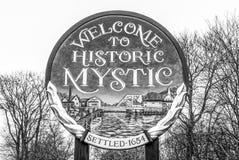 Willkommen zum historischen Mystiker in Connecticut - MYSTIKER - CONNECTICUT - APRIL 6,2017 lizenzfreie stockfotos