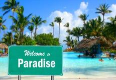 Willkommen zum Paradieszeichen Stockfoto