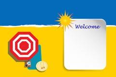 Willkommene Anschlagtafel mit Strand im Hintergrund Lizenzfreie Stockbilder