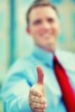Willkommener Händedruck des Geschäfts Stockbild