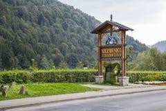Willkommenes Brett am Eingang zu Szczawnica, Polen Lizenzfreies Stockbild