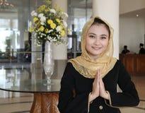 Willkommenes gusture von den asiatischen Moslems stockbild