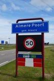 Willkommensschild: Betreten des Almere Poort Stockbilder