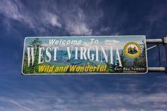 Willkommensschild, Eingang zum Zustand von West-Virgina, 'wild und wunderbar' - 26. Oktober 2016 Stockfoto