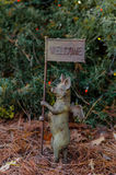 Willkommensschild im Garten Lizenzfreie Stockfotos