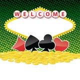 Willkommensschildhintergrund mit Kartenklagen und Haufen von goldenen Münzen Stockfotos