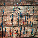 Willow Branches Old Wooden Background pelucheuse image stock