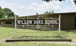 Free Willow Oaks School Sign, Memphis, TN Stock Photo - 151662040