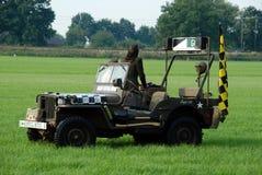 Willy het jeepvliegtuig volgt auto Royalty-vrije Stock Afbeeldingen