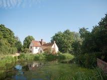 Willy Lotts et x27 ; le cottage et la rivière affrontent un jour ensoleillé clair Image libre de droits