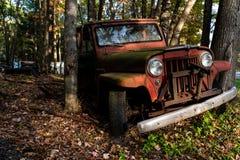 Willys abandonado Jeep Station Wagon - depósito de chatarra - Pennsylvania fotos de archivo libres de regalías
