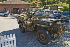 Willys jeep 1945, med maskingevär Arkivfoton