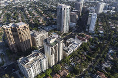 Wilshire大道高层公寓房和公寓在洛杉矶 免版税库存照片