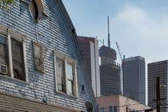 Wilshire storslaget torn och gentrification i Los Angeles fotografering för bildbyråer