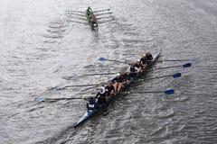 Wilson High School (bästa) Shrewsbury HS (botten) springer i huvudet av Charles Regatta Womens ungdom Eights Fotografering för Bildbyråer
