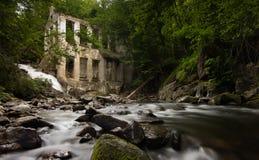 Wilson-Karbid-Tausendstel und Wasserfall lizenzfreie stockbilder