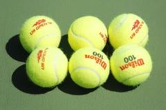 Wilson tenisowe piłki na tenisowym sądzie przy Arthur Ashe stadium obraz royalty free