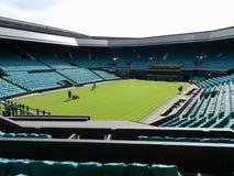 Wimbledon, het Verenigd Koninkrijk Tuinlieden die in het Centrumhof werken stock afbeelding