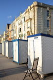 WIMEREUX, †de FRANCES «le 27 août 2016 : Échouez les huttes et les maisons traditionnelles au coucher du soleil dans le ` Opal Photographie stock