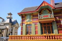 WIMEREUX, FRANCJA †'SIERPIEŃ 27, 2016: Tradycyjni i kolorowi domy w Cote d ` Opal, pas-de-calais Obrazy Stock