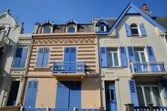 WIMEREUX FRANCJA, SIERPIEŃ, - 28, 2017: tradycyjni i kolorowi domy, Cote d ` Opal, Pas de Calais, Hauts de Francja Fotografia Royalty Free