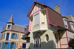 WIMEREUX FRANCJA, SIERPIEŃ, - 28, 2017: tradycyjni i kolorowi domy, Cote d ` Opal, Pas de Calais, Hauts de Francja Zdjęcia Stock