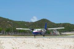 Winair飞机登陆在圣Barts机场 库存照片