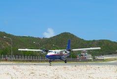 Winair DHC-6航空器在圣Barths机场登陆了 图库摄影