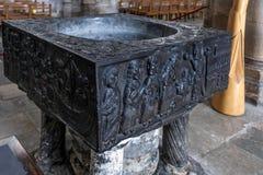 WINCHESTER, HAMPSHIRE/UK - 6 MAART: De Doopvont in Winchester Cath Stock Fotografie