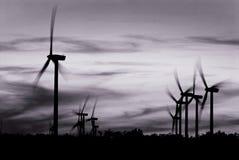 Wind angeschaltene elektrische Generatoren Lizenzfreie Stockbilder