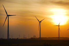 Wind-Bauernhof am Sonnenuntergang Stockbild