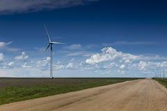 Wind-Bauernhof-und Land-Straße Lizenzfreie Stockbilder