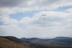 The wind blows paraglider Royalty Free Stock Photography