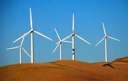 Wind, der Bauernhof in Kalifornien festlegt Stockbilder