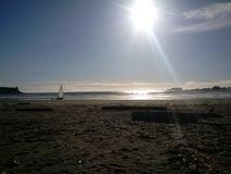 Wind, der am Cox-Bucht-Strand surft Lizenzfreie Stockbilder