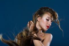 Wind die op lang haar blazen Royalty-vrije Stock Afbeeldingen