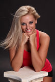 Wind durchgebranntes blondes Lächeln Lizenzfreie Stockbilder
