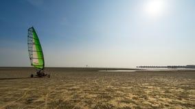 Wind en menselijke macht bij Bagan Lalang-strand Stock Afbeeldingen