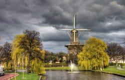 Wind mal Leiden Arkivfoton