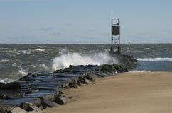 Wind, raue Meere und zusammenstoßende Wellen stockfoto