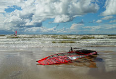 Wind-surf board on the beach. Wind-surf board at sea, reflected in the wet sand Royalty Free Stock Photos