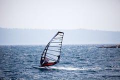 Wind-Surfen lizenzfreie stockfotos