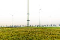 Wind tubines auf Feld Lizenzfreies Stockfoto