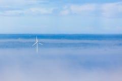 Wind turbin i fog Royalty Free Stock Photography