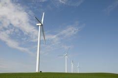 Wind-Turbine auf Bauernhof stockbild