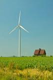 Wind-Turbine und Stall Lizenzfreies Stockfoto