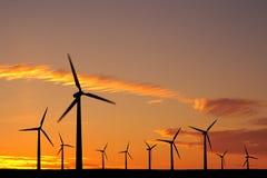Windbauernhof am Sonnenuntergang lizenzfreie stockfotos