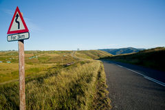 Windende plattelandsweg stock fotografie