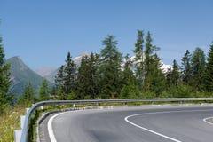 Windende bergweg Stock Foto's