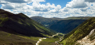 Windende bergweg Royalty-vrije Stock Foto's